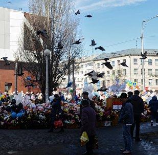 Цветы у ТЦ «Зимняя вишня» в Кемерово
