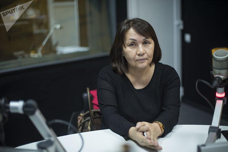 Руководитель лаборатории молекулярно-генетических и диагностических исследований Минздрава Дамира Аширалиева во время интервью журналисту Sputnik Кыргызстан