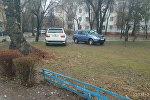 Автомобили припаркованные в неположенном месте в Бишкеке