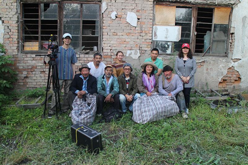 Съемочная группа режиссера Темира Бирназарова Кош келиңиз, президент мырза