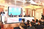 Экс-президент Кыргызстана Алмазбек Атамбаев на закрытом заседании фракции СДПК в бизнес-центре Орион в Бишкеке
