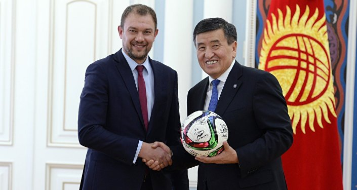 Президент Кыргызской Республики Сооронбай Жээнбеков встретился с игроками и тренерами национальной сборной команды Кыргызстана по футболу