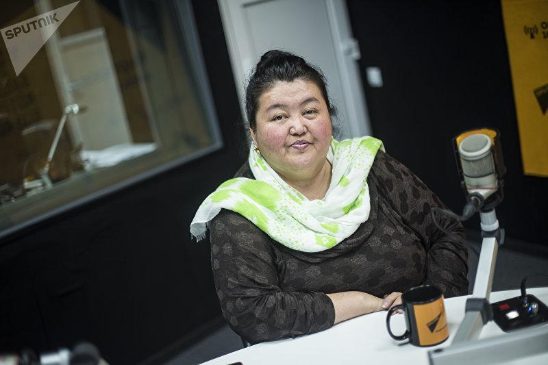 Учительница русского языка в селе Чакмаксу Чаткальского района Дамира Жумабаева во время интервью корреспонденту Sputnik Кыргызстан