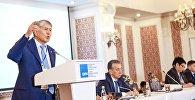 Архивное фото экс-президента Кыргызстана Алмазбека Атамбаева