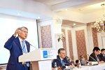Архивное фото председателя партии Алмазбека Атамбаева