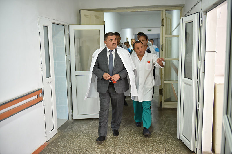 На мероприятии приняли участие мэр города Бишкек Албек Ибраимов и директор БНИЦТО академик доктор медицинских наук профессор Сабырбек Джумабеков