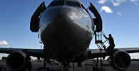 Sukhoi Superjet 100 на стоянке самолетов в аэропорту. Архивное фото