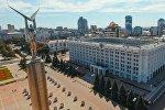 Монумент Славы и здание правительства Самарской области в Самаре.