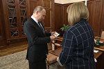 Путин получил удостоверение президента России — видео