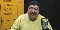 Специалист по безопасности и производству питания на предприятиях пищевой промышленности повар Данияр Деркембаев во время интервью на радиостудии Sputnik Кыргызстан