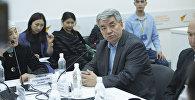 КР эл артисти, мурунку маданият министри Түгөлбай Казаков тегерек стол учурунда