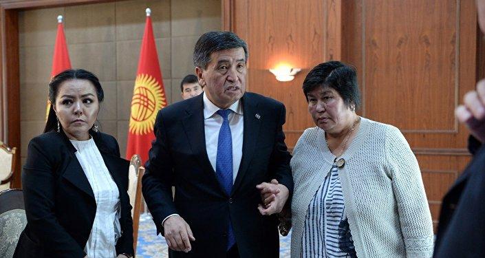 Президент КР Сооронбай Жээнбеков встретился с семьями погибших, пострадавших лиц и участников народной Апрельской революции 2010 года