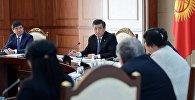 Президент Кыргызской Республики Сооронбай Жээнбеков встретился с представителями общественных объединений семей погибших, пострадавших лиц и участников народной Апрельской революции 2010 года. 5 апреля, 2018 года