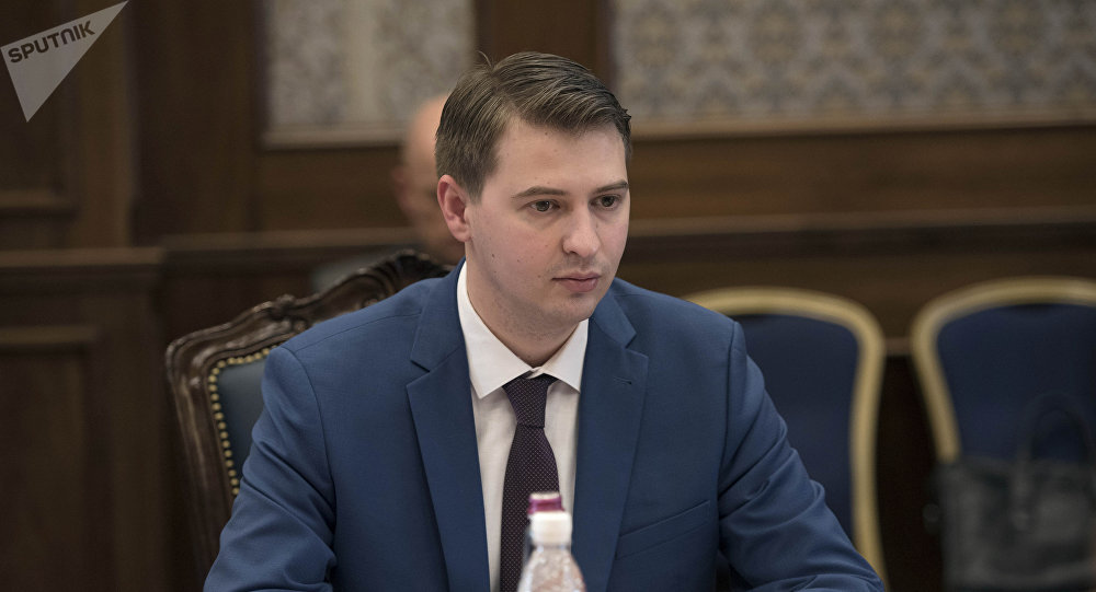 Биринчи-вице Артем Новиков. Архивдик сүрөт