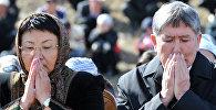 Экс-президенты КР Роза Отунбаева и Алмазбек Атамбаев. Архивное фото