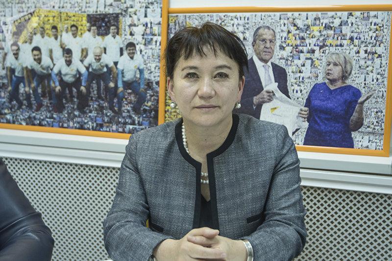 Депутат ЖК Айнуру Алтыбаева в офисе международного информационного агентства и радио Sputnik Кыргызстан