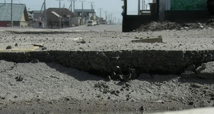 Бишкектин кыштан чыкпай калган жолдору, коңторулган тротуар. Видео