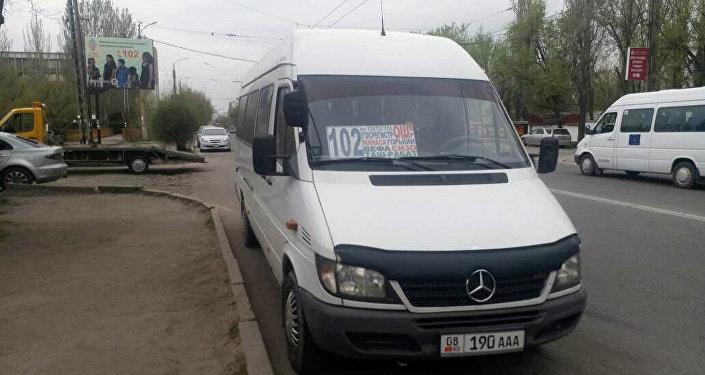 Нарушение ПДД маршруткой № 102 в Бишкеке
