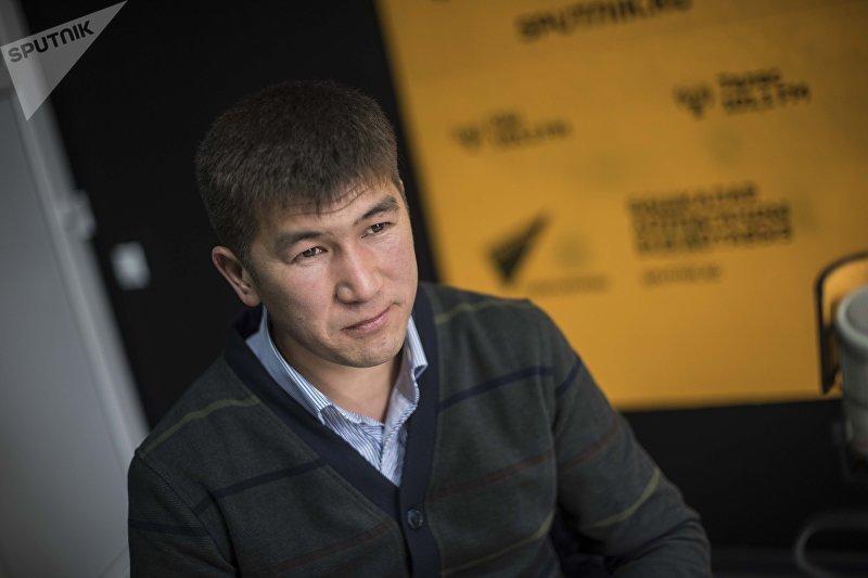 Известный акын, заслуженный артист Кыргызстана Аалы Туткучев во время интервью на радио Sputnik Кыргызстан