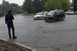 Бишкектин чок ортосунан велосипедчен адамды унаа коюп кетти