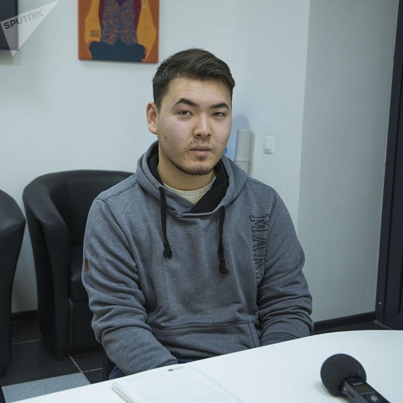 Студент Дастан Чаканбаев во время интервью на радио Sputnik Кыргызстан