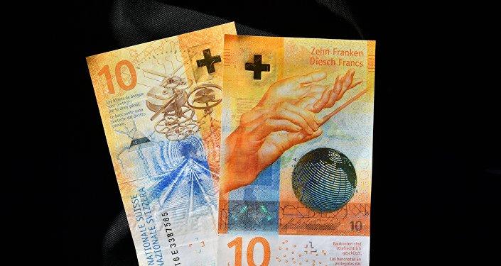 Швейцарская банкнота достоинством 10 франков. Архивное фото