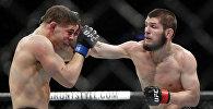 Российлык мушкер Хабиб Нурмагомедов америкалык Эла Яквинтаны утуп, UFC чемпиону болду