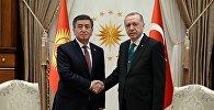 Президент Кыргызстана Сооронбай Жээнбеков на встрече с главой Турции Реджепом Тайипом Эрдоганом в Анкаре в рамках официального визита