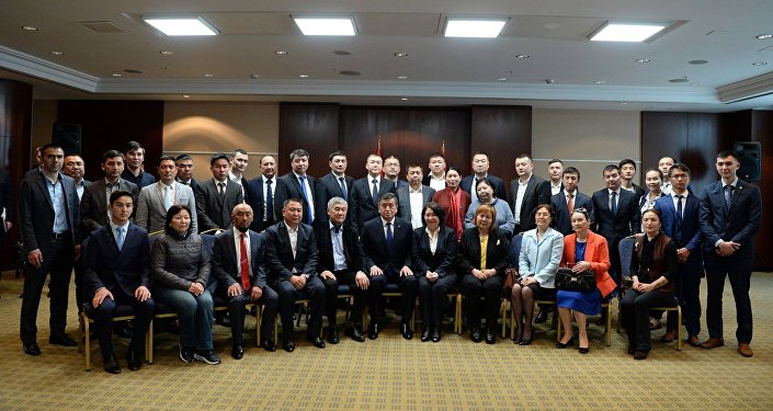 Президент КР Сооронбай Жээнбеков встретился с представителями кыргызской диаспоры в Турции
