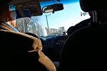 В Казахстане поющий таксист удивляет клиентов своим голосом. Видео