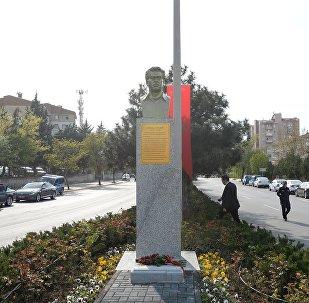Улуу жазуучу Чыңгыз Айтматовдун Анкарадагы айкели. Архивдик сүрөт