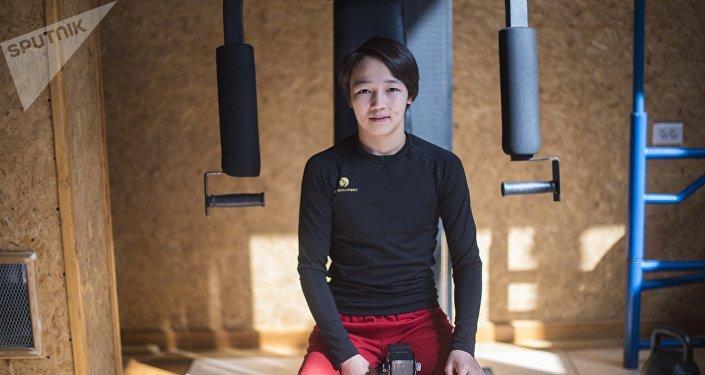 Кыргызстанский борец Нурдин кызы Бермет в спортивном зале