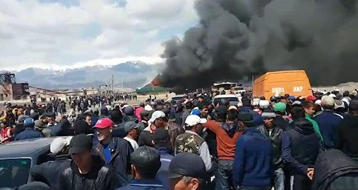 Пожар на территории золотодобывающей фабрики в Казармане — видео