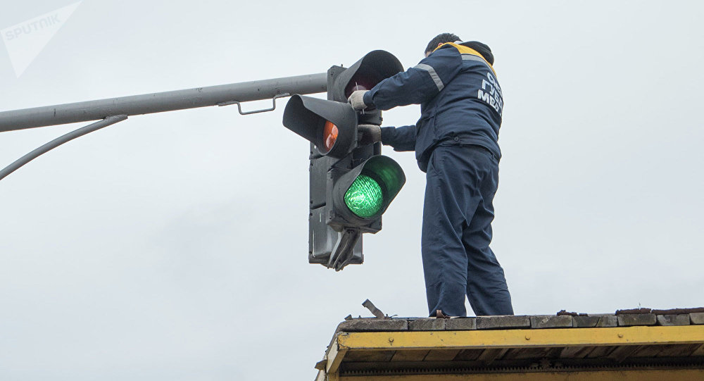 Установка светофора. Архивное фото