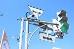 Камера фиксации нарушений правил дорожного движения на одной из улиц Бишкека. Архивное фото
