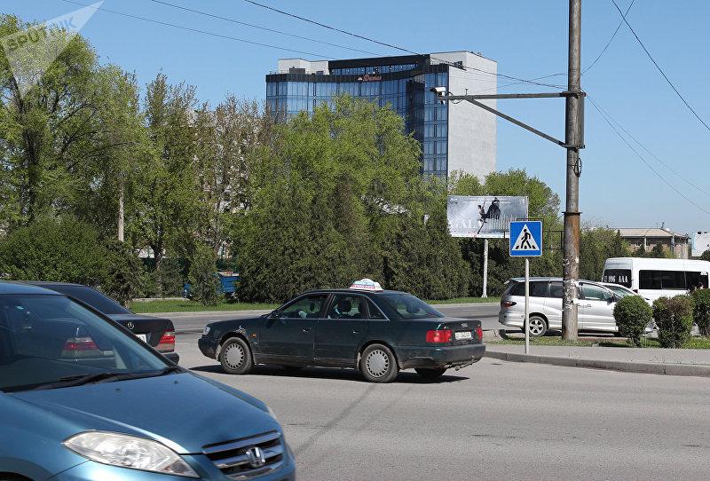 Камера фиксации нарушений Правил дорожного движения на одной из улиц Бишкека