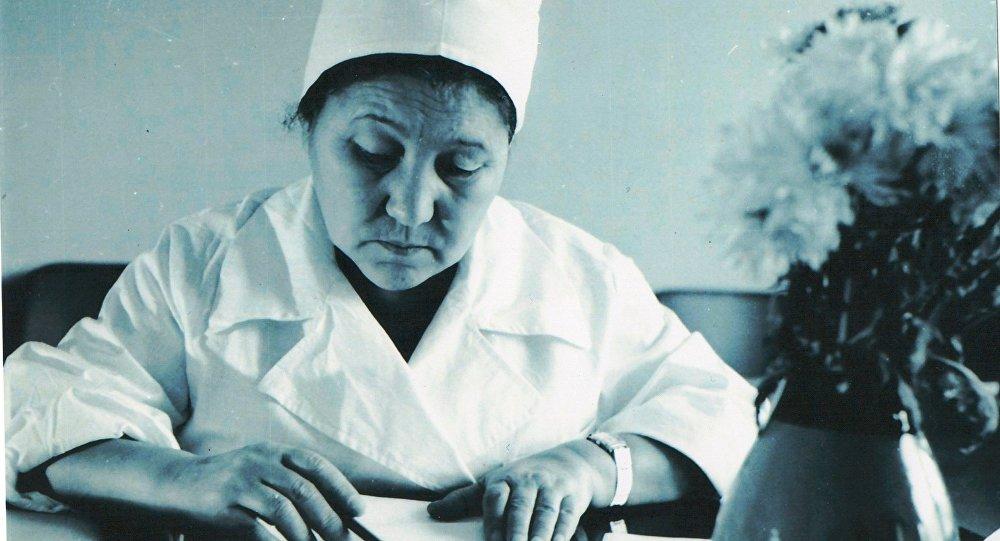 Архивное фото первой женщины-хирурга в Центральной Азии Какиш Рыскуловой