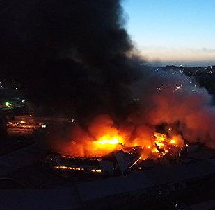 Крупный пожар на Ошском рынке — видео с дрона