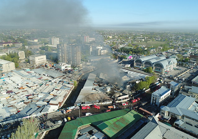 Крупный пожар на территории Ошского рынка в Бишкеке вид с дрона
