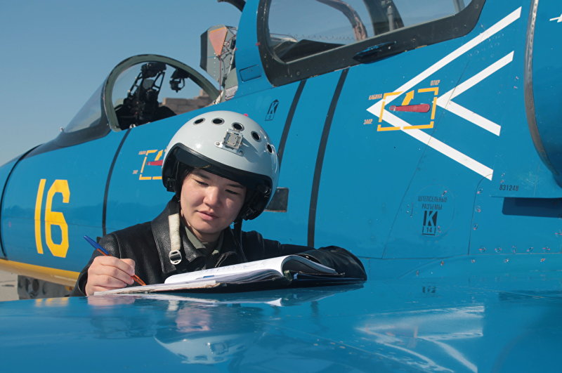 Старший летчик инструктор лейтенант министерства обороны Казахстана Ардана Ботай