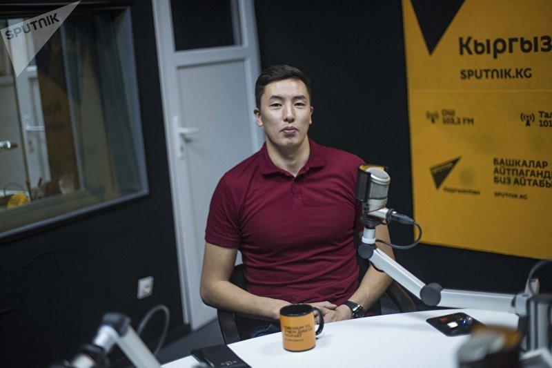 Капитан сборной команды Кыргызстана по волейболу, игрок Таиландской команды Эйр Форс Онолбек Каныбек уулу во время интервью