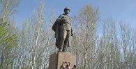 В парке села Панфиловское Чуйской области разрушается памятник, установленный в честь военного комиссара Ивана Панфилова