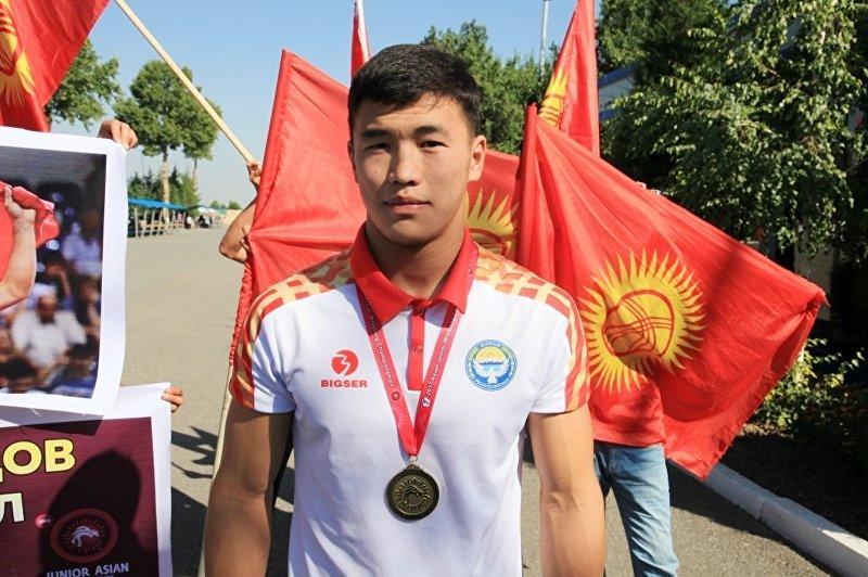 В Оше торжественно встретили чемпиона Азии по греко-римской борьбе среди юниоров Акжола Махмудова