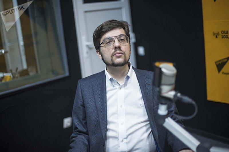 Председатель Евразийского аналитического клуба и эксперт Российского совета по международным делам Никита Мендкович во время интервью на радиостудии Sputnik Кыргызстан
