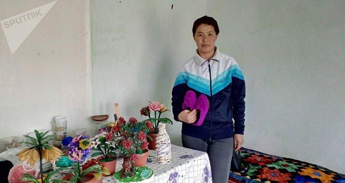 Кол өнөрчү, Балыкчы шаарынын жашоочусу Анара Курманалиева