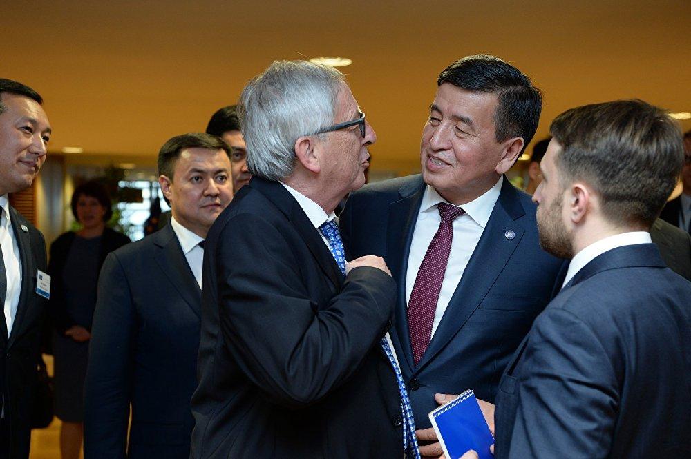 Кыргызстандын президенти Сооронбай Жээнбеков Брюсселге болгон жумушчу сапарынын алкагында Еврокомиссиянын төрагасы Жан-Клод Юнкер менен жолукту