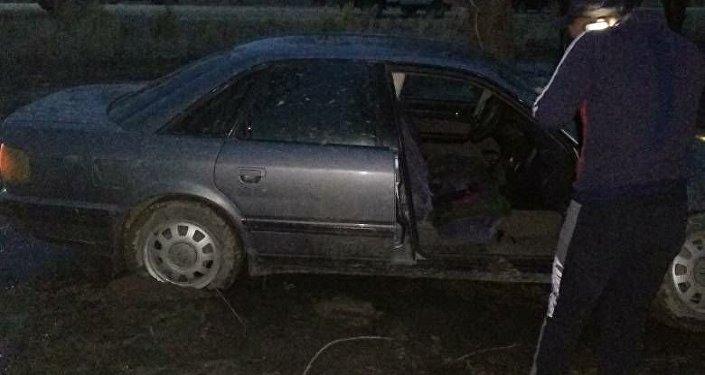 В Кочкорском районе Нарынской области машина сбила двух человек, один из них скончался