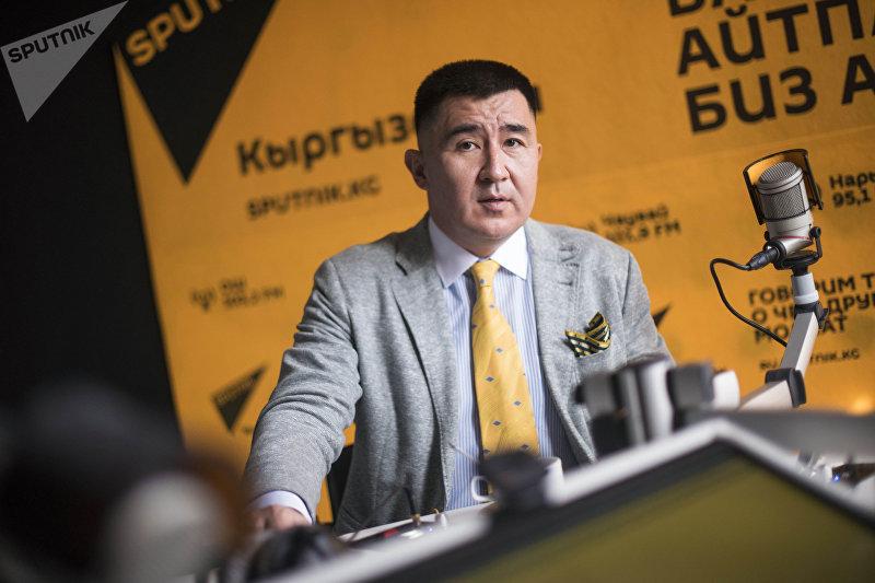 Эксперт, экс-начальник пресс-службы МВД КР Эсена Салиев во время интервью на радио Sputnik Кыргызстан