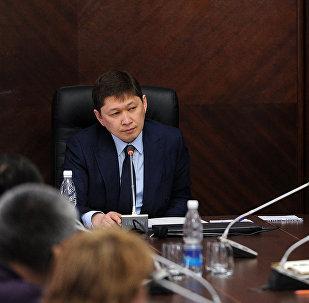 Встреча премьер-министра Сапара Исакова с предпринимателями пострадавшими в результате пожара на Ошском рынке Бишкека