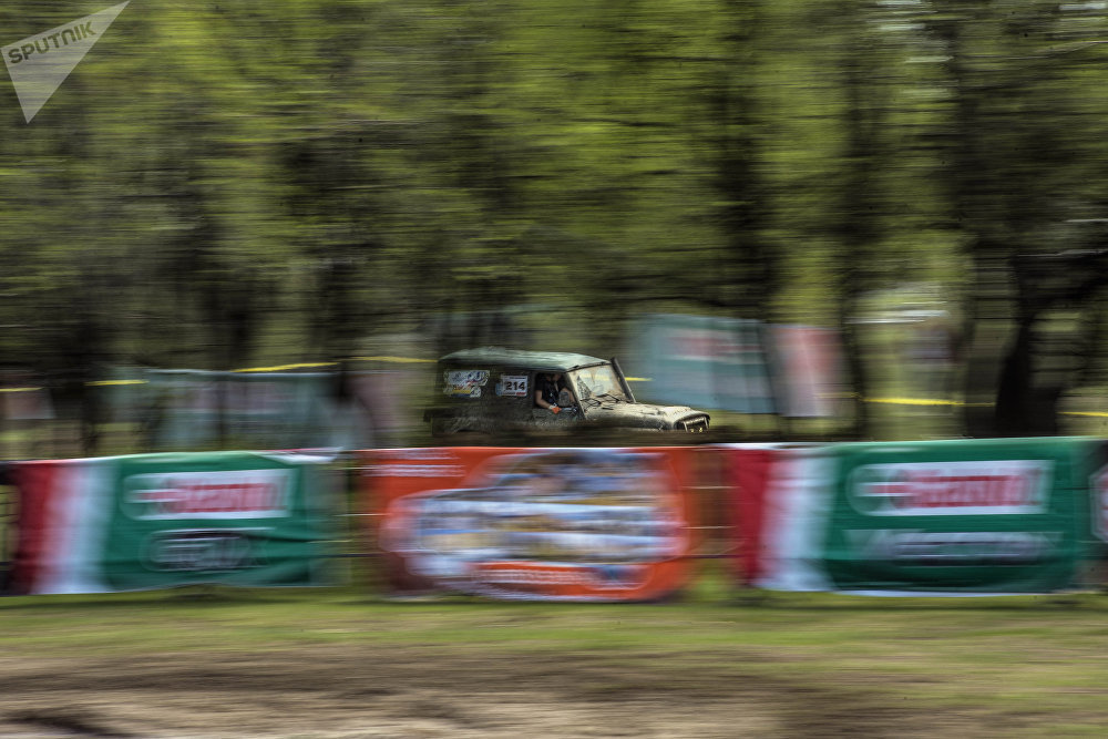 Двухдневные международные соревнования внедорожников в селе Озерном